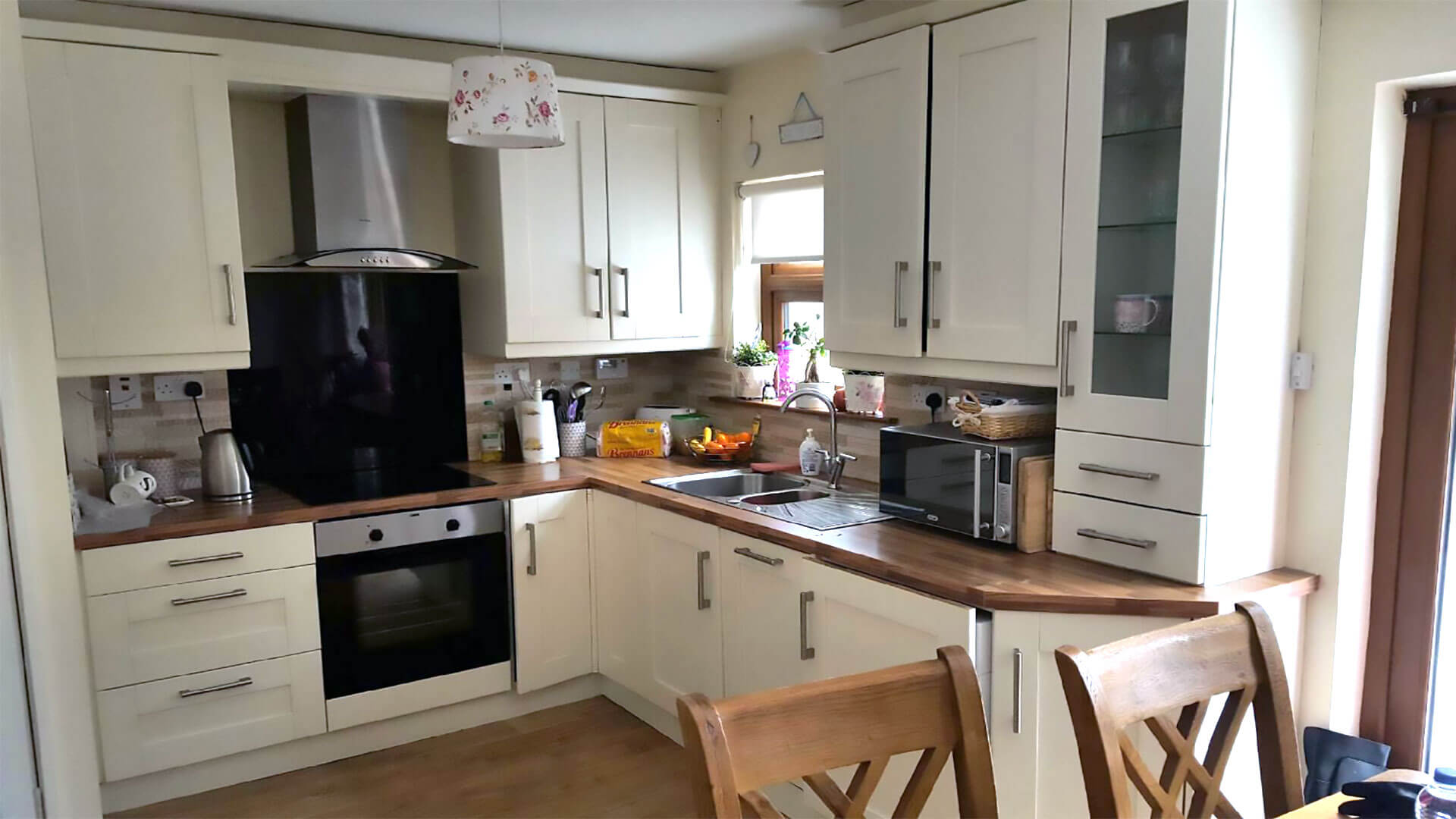 respray kitchens, Kitchen Respray Dublin, Kitchen Respray Ireland, Kitchen Respray, Fitted kitchens Dublin, kitchen respray Ireland, Furniture respray, wardrobes respray, Kitchen Renovation, upcycle kitchen,